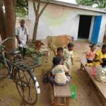 Kinder beim Mittagessen