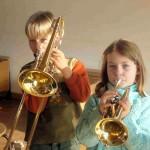 Kinder beim Je-Ki-Unterricht